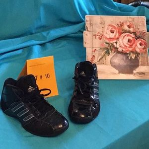 Unisex ADIDAS lightweight sneakers in size 4 1/2